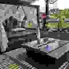 Balcones y terrazas de estilo tropical de Hogares Inteligentes Tropical
