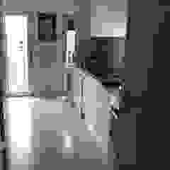 Apartamento T2 Avenidas Novas Cozinhas clássicas por EU LISBOA Clássico