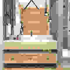 Mieszkanie na Woli Klasyczna łazienka od ANNA HIRSZBERG 'HIRSZBERG' PRACOWNIA ARCHITEKTONICZNA Klasyczny