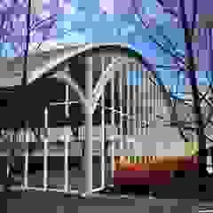 Piscina Termas Quinamavida, Linares Piscinas de estilo moderno de MRH Arquitectos Moderno Metal