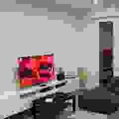 Appartamento MC Sala multimediale moderna di Dario Fabris Architetto Moderno