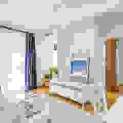 Projekt inspirowany stylem Hampton Śródziemnomorski salon od ZAWICKA-ID Projektowanie wnętrz Śródziemnomorski