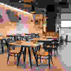 Mediterranean style dining room by Javier Chulvi. Arquitectura e Interiorismo Mediterranean