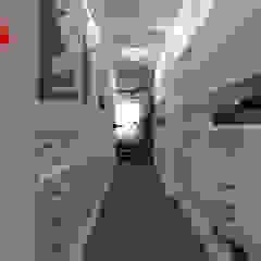 mieszkanie//89 Eklektyczna garderoba od TOTAMSTUDIO pracownia architektury wnętrz Eklektyczny