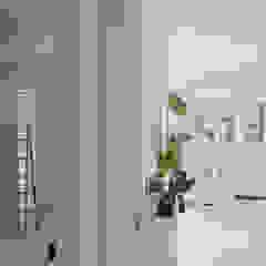 Mediterranean style dining room by Neus Conesa Diseño de Interiores Mediterranean
