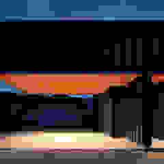 โดย 稲山貴則 建築設計事務所 โมเดิร์น