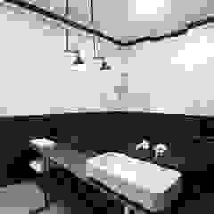 Studio Laas Minimalist style bathrooms Black