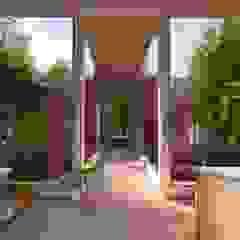 ممر، إستوائي، ممر، رواق، &، درج من Eva Arceo Interiorismo إستوائي خشب Wood effect