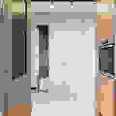Minimalistyczny korytarz, przedpokój i schody od KODO projekty i realizacje wnętrz Minimalistyczny