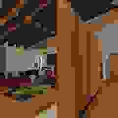 """Casa """"AB"""" Corredores, halls e escadas clássicos por Traço M - Arquitectura Clássico Madeira Acabamento em madeira"""