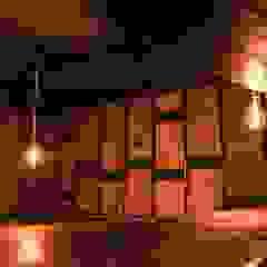 """""""ATTYTUDE"""" - Espaço de Restauração Espaços de restauração industriais por Traço M - Arquitectura Industrial Madeira Acabamento em madeira"""