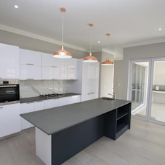 American Colonial House in Rietvlei, Centurion, Pretoria by Building Project X (Pty) Ltd. Modern Quartz