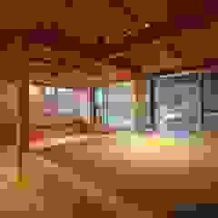 抽斗の家 和風デザインの リビング の 田村建築設計工房 和風