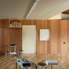 Clínicas eclécticas por Studio Antena Eclético Madeira Acabamento em madeira