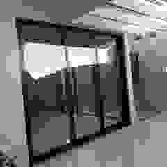 Porta de correr em Alumínio Pintura Preta por Adriano Esquadrias Clássico Alumínio/Zinco