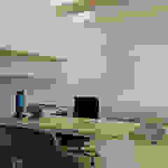 Consultation Room Ruang Studi/Kantor Minimalis Oleh TIES Design & Build Minimalis