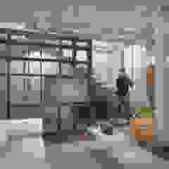 Livings de estilo moderno de TIES Design & Build Moderno