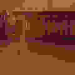 Lite podłogi dębowe w zamkowym wnętrzu od Roble Rustykalny Drewno O efekcie drewna