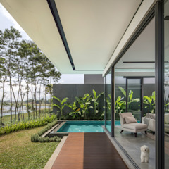 IL House Balkon, Beranda & Teras Modern Oleh Rakta Studio Modern