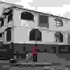 Minimalist houses by ME&CLA Ingeniería y Arquitectura Minimalist