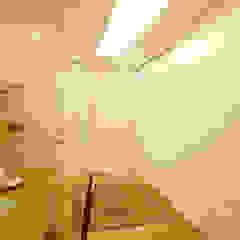 Apartamento LAC Corredores, halls e escadas clássicos por Viviane Cunha Arquitectura Clássico