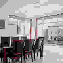 VIVIENDA UNIFAMILIAR VISTA ALEGRE Comedores de estilo moderno de Estudio de Arquitectos Zulueta y Álvarez SAC Moderno