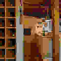 Reconstrução de moradia antiga Garagens e arrecadações modernas por Atelier d'Maison Moderno