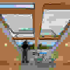 Reconstrução de moradia antiga por Atelier d'Maison Moderno