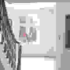 Nursery renovated into big family home. Klassieke gangen, hallen & trappenhuizen van Dineke Dijk Architecten Klassiek