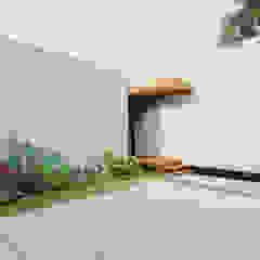 Axis House Garajes modernos de DOGMA Architecture Moderno Concreto
