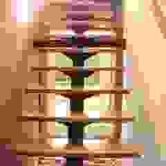 Escalera de DESIGNIO Arquitectura + Objetos Tropical Madera maciza Multicolor