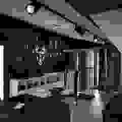 Phòng giải trí phong cách công nghiệp bởi Faktura Công nghiệp
