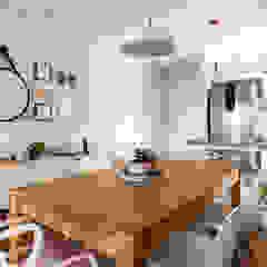 Apartamento MG Salas de jantar escandinavas por Luciana Ribeiro Arquitetura Escandinavo Madeira Efeito de madeira