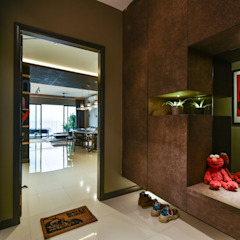 RESIDENSI 22 MONT' KIARA Minimalist corridor, hallway & stairs by HOO DESIGN RESOURCES Minimalist Plywood
