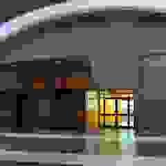 BODEGAS MAFER de DESIGN HOUSE Arquitectura + Diseño Moderno Hierro/Acero