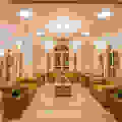 Salas de estilo colonial de S Squared Architects Pvt Ltd. Colonial Arenisca