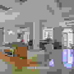 Oficinas de estilo colonial de S Squared Architects Pvt Ltd. Colonial Madera Acabado en madera