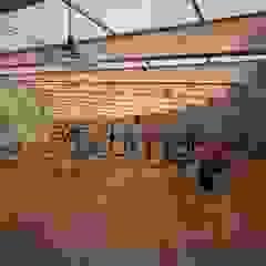 Taranta Power Station Sala multimediale moderna di Giacinto Binetti Architetto Moderno Legno Effetto legno