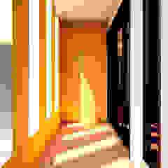 Corredores, halls e escadas coloniais por Ancla Imports S.A. de C.V. Colonial