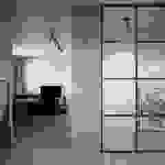 mieszkanie Minimalistyczny korytarz, przedpokój i schody od oshi pracownia projektowa Minimalistyczny