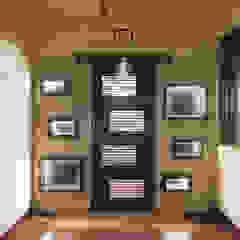 Pasillos, vestíbulos y escaleras minimalistas de DELECON DESIGN COMPANY Minimalista Madera Acabado en madera