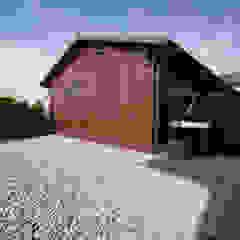 Kompletna realizacja - modrzewiowy taras wraz z ogrodzeniem, domkiem gospodarczym oraz wiatą garażową - Jaworzno Nowoczesny garaż od Bednarski - Usługi Ogólnobudowlane Nowoczesny
