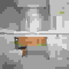 Phòng tắm phong cách Bắc Âu bởi Nevi Studio Bắc Âu