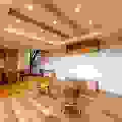 Ausgefallene Wohnzimmer von STaD(株式会社鈴木貴博建築設計事務所) Ausgefallen