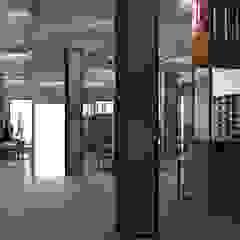 Магазин спортивных товаров Атлетика Офисы и магазины в стиле лофт от Molyako Design Лофт