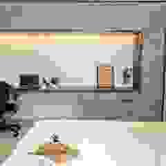 Minimalist bedroom by DESIGN EVOLUTION LAB Minimalist
