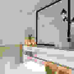 A importância da iluminação na decoração Casas de banho minimalistas por MIA arquitetos Minimalista