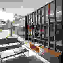 Lounge Z destilat Design Studio GmbH Moderne Garagen & Schuppen