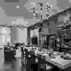 The Equatorial Modern living room by Summerhaus D'zign Modern