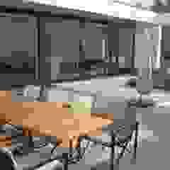 Villa W.L-V, Meerssen (NL) Moderne balkons, veranda's en terrassen van Verheij Architecten BNA Modern